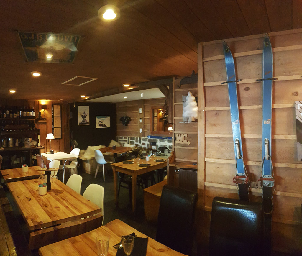restaurant le schuss restaurants bagn res de bigorre. Black Bedroom Furniture Sets. Home Design Ideas