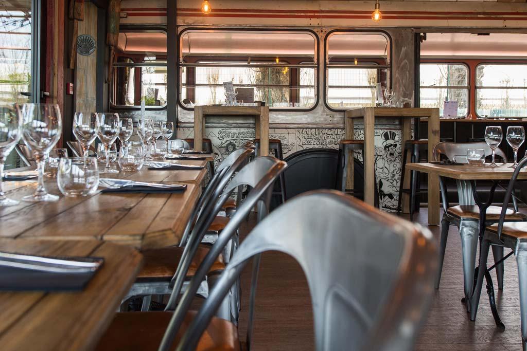 bus 111 restaurants toulouse. Black Bedroom Furniture Sets. Home Design Ideas
