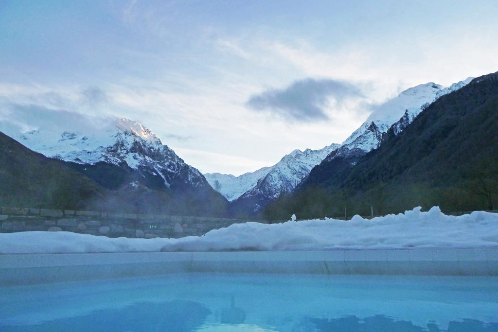 Vue sur les montagnes au bain Incas
