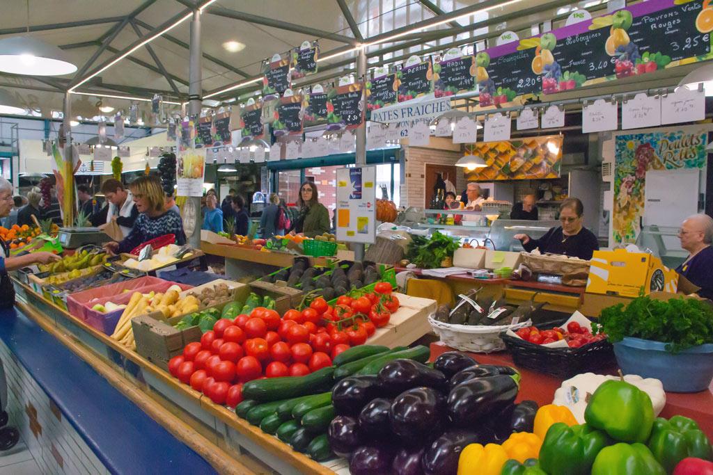 Etals fruits marché Bagnères-de-Bigorre