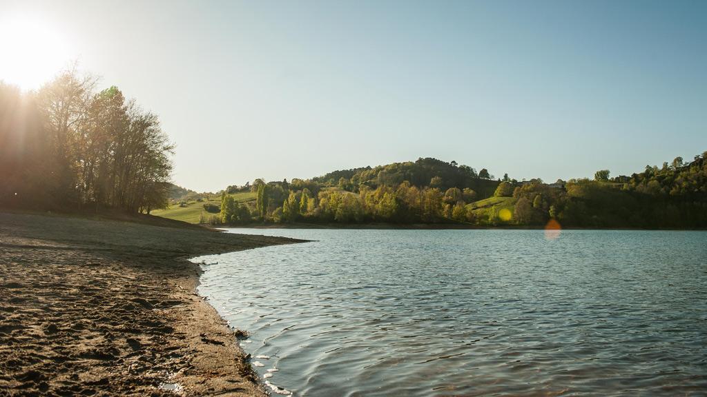 Le Lac de Mondely près de La Bastide de Sérou